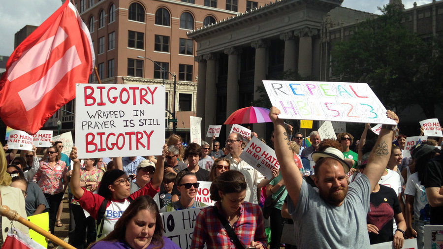 Legal News: World: Mississippi Gay Marriage Law Remains Blocked During Appeal