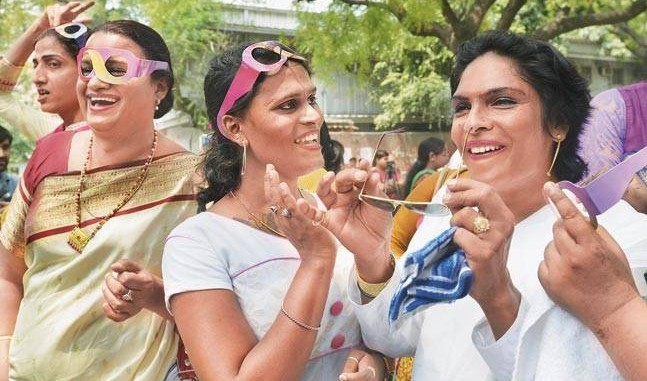 Legal News: Transgenders with law students signaling road safety measures in Delhi